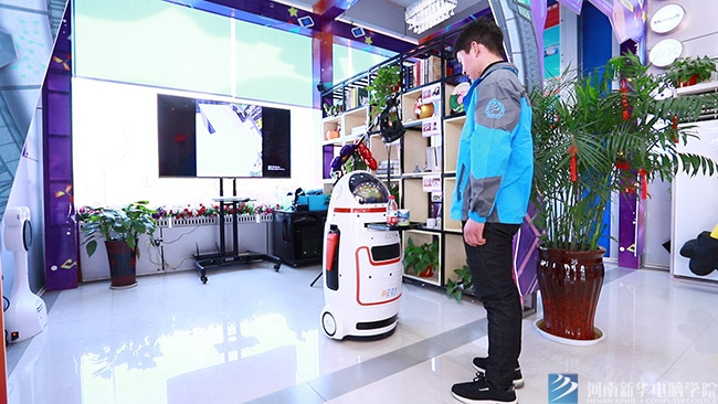 与机器人互动.jpg